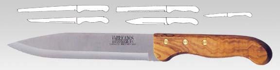 Σετ μαχαίρια σε ξύλινη βάση