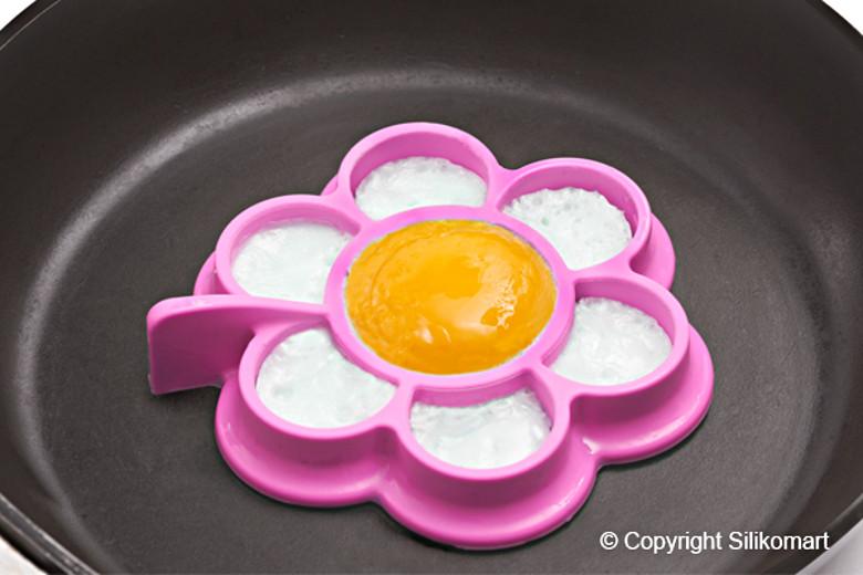 Φόρμα σιλικόνης για τηγανητό αυγό σετ 2 τεμ. Eggs Daisy Egg09